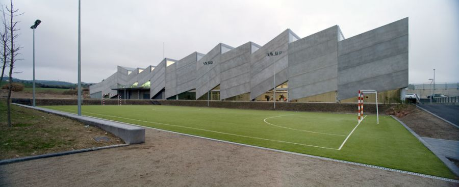 Pavellón polideportivo y piscina cubierta